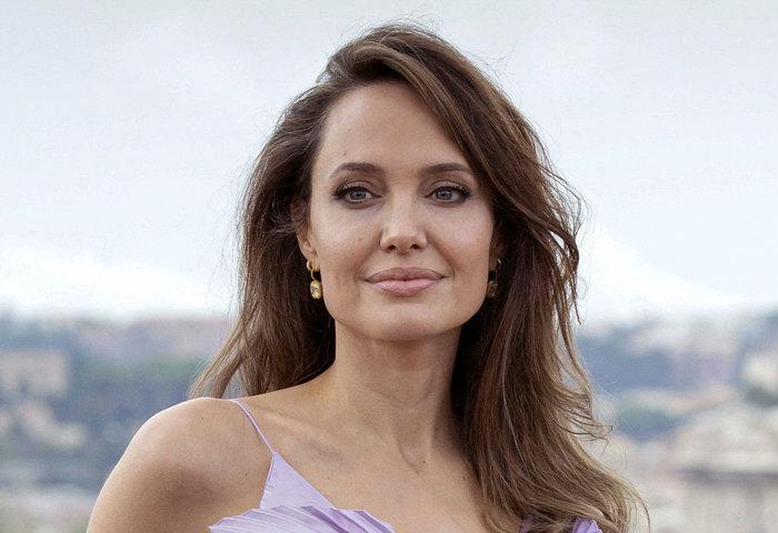 Angelina Jolie - Signo de Gêmeos