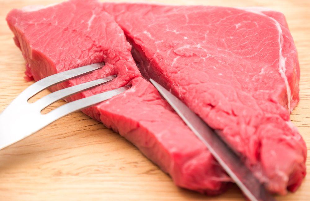 Sonhar com carne crua: o que significa?